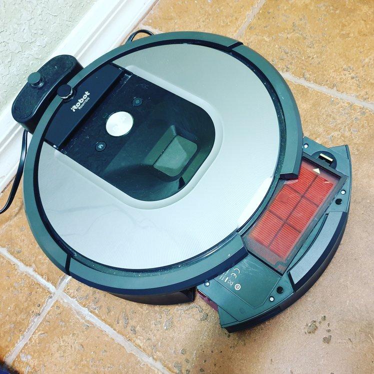 iRobot 960 Review - Bin